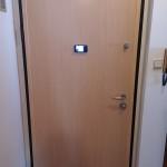 Protuprovalna vrata VIGHI UNIX 3c, izbjeljeni hrast R8 sa digitalnom špijunkom FO 3.2